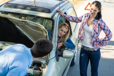 13258551-car-failure-man-help-two-female-friends-repair-motor