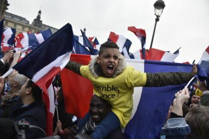 French citizens in England, celebrating Macron's victory